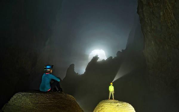 Ánh sáng của hố sụt Doline 1 và cảnh đẹp như trong mơ bất đầu xuất hiện.