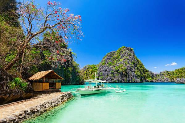 """Biển trời xanh ngắt như  """"thiên đường nơi hạ giới"""". Ảnh: Buzzfeed"""