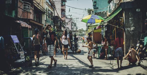 Một góc phố đông đúc ở Philippines. Ảnh: Chigi Kanbe/flickr.com