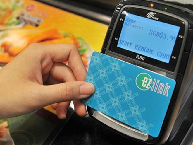 Thẻ EZ Link rất thuận lợi khi đi lại ở Singapore.Ảnh: linkedin