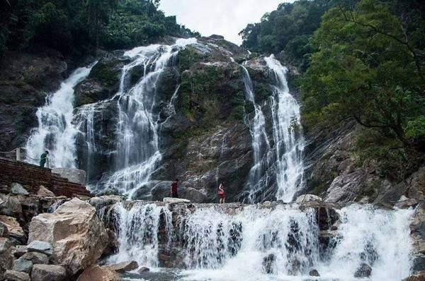 Thác Trắng Minh Long nằm giữa vùng núi Trường Sơn trùng điệp và làmột trong những thác đẹp nhất ở miền núi tỉnh Quảng Ngãi. Ảnh:instagram