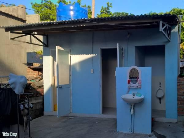 Khu vực nhà vệ sinh chung khá sạch sẽ, khô thoáng. Ảnh: Tiểu Duy
