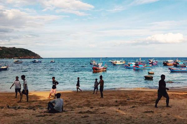 Cuộc sống đời thường ở biển Nhơn Hải.
