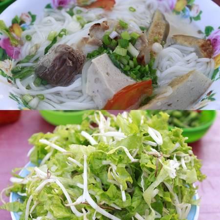 """Đừng quên thưởng thức món bún cá ngon """"quên lối về"""" ngay trước bến Tàu. Món này ăn kèm với rau xà lách thái vụn theo kiểu người Khánh Hòa, mắm tỏi và ớt xanh mới đúng điệu."""