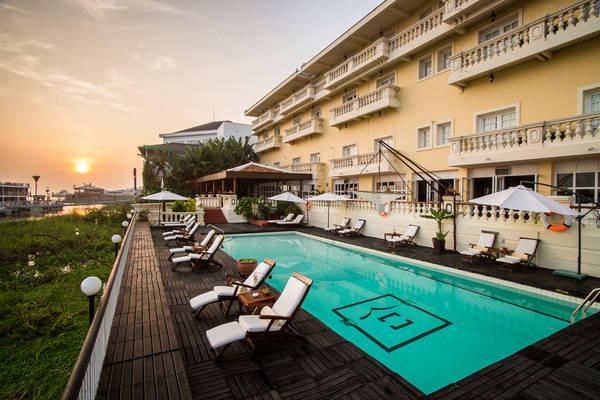 Hồ bơi khách sạn Victoria Châu Đốc