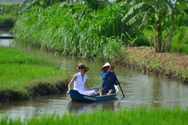 Khách sạn Victoria Châu Đốc mang đến cho du khách cơ hội tuyệt vời để trải nghiệm cuộc sống phong phú của người dân vùng đồng bằng sông Mekong trên đường hành hương viếng thăm miếu Bà chúa Xứ núi Sam.