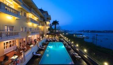 Khách sạn là sự giao hòa hoàn hảo với khung cảnh tự nhiên xung quanh.