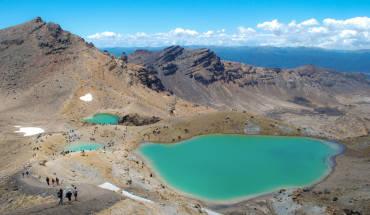 Công viên Tongariro nổi tiếng với địa hình núi lửa ngoạn mục và ẩn chứa nhiều điều thú vị, trong đó phải kể đến các hồ nước nhỏ màu xanh ngọc tuyệt đẹp nằm rải rác trong khu vực này. Ảnh:flickr/Daniele Sartori