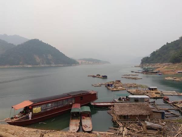 Bến đậu của thuyền đưa người qua sông (Ảnh: Đ.D).
