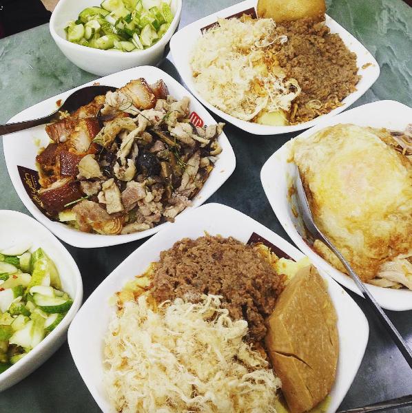 4 hàng xôi mà nửa đêm đói bụng, người Hà Nội lại muốn… lao ra làm ngay 1 bát rồi về!