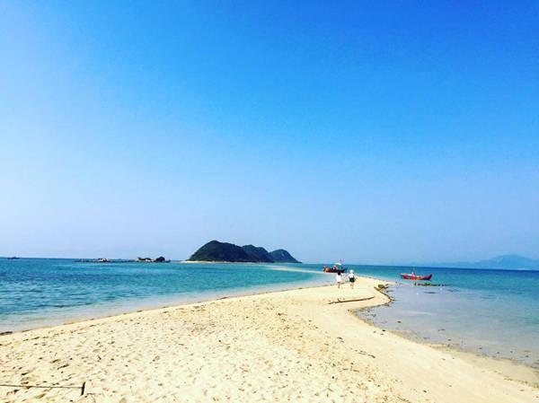 Đảo Điệp Sơn với con đường xuyên biển độc đáo đẹp tuyệt vời.