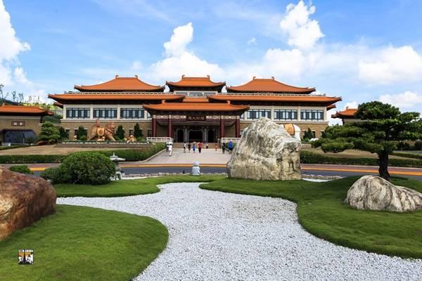 Cổng tam quan ở Phật Quang Sơn.
