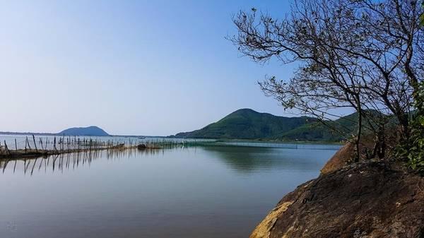 Khu du lịch cộng đồng Gành Lăng: Gành Lăng nằm tại thôn Mai Gia Phường, xã Lộc Bình, huyện Phú Lộc, tỉnh Thừa Thiên Huế. Đây là khu du lịch cộng đồng mới được chính quyền sở tại phát triển. Bởi Gành Lăng có những yếu tố như: thiên nhiên trong lành, cảnh quan và hệ sinh thái đặc sắc, phong phú. Bên cạnh đó Gành Lăng có làng nghề nổi tiếng là nấu dầu Tràm.