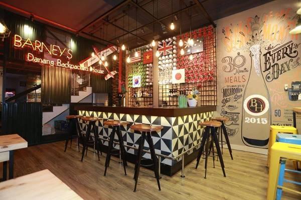 Ngoài dịch vụ lưu trú còn kết hợp nhiều dịch vụ khác như: cafe, bar, giải trí...