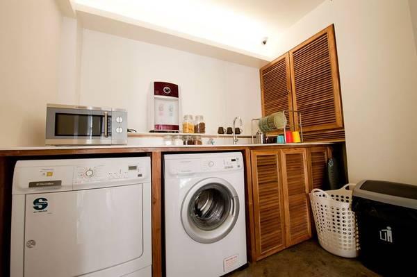 Tại đây du khách có thể sử dụng máy giặt và các vật dụng cần cho việc ăn uống.