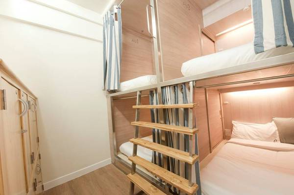 Phòng gường tầng dạng hộp thích hợp khi đi du lịch bụi một mình hoặc nhóm bạn.