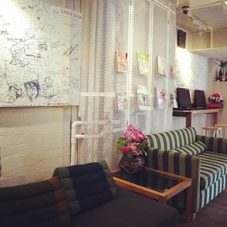 Hostel cũng đặt những tấm bảng để du khách có thể ghi lại những cảm xúc của mình khi lưu trú tại đây.Ảnh: @kyoko_bkk