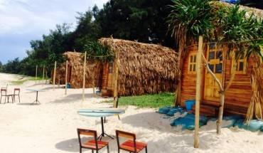 Cách trung tâm thị trấn 6km, Coto Eco Lodge là khu nghỉ xinh xắn với 18 căn nhà gỗ hướng ra bãi biển xanh ngắt.