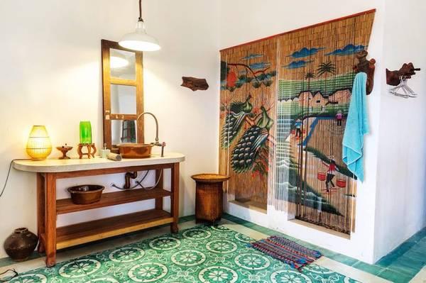 Phòng tắm được trang trí tinh tế đến từng chi tiết.