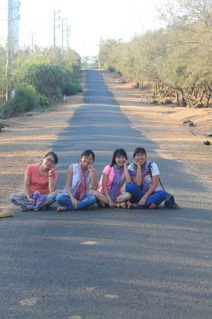 Một con đường trên đảo Phú Quý. Ảnh: Khoa Trần
