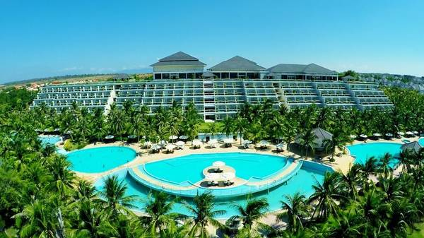 Khu nghỉ dưỡng đạt tiêu chuẩn quốc tế 5 sao, nằm trên ngọn đồi đối diện biển