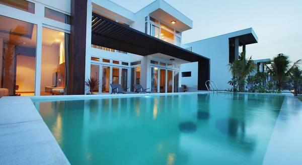 Ngoài hồ bơi chung, mỗi căn biệt thự cũng có hồ bơi riêng sang trọng.