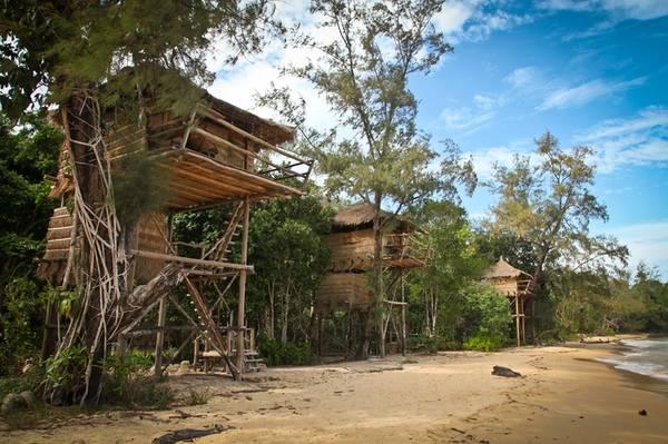 Các bungalow đều được thiết kế với những vật liệu gần gũi với thiên nhiên và thân thiện với môi trường như gỗ, tre, mái lá…rất mát mẻ.