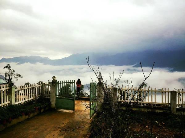 Biển mây trước hiên nhà. Ảnh: VietTrekking Homestay