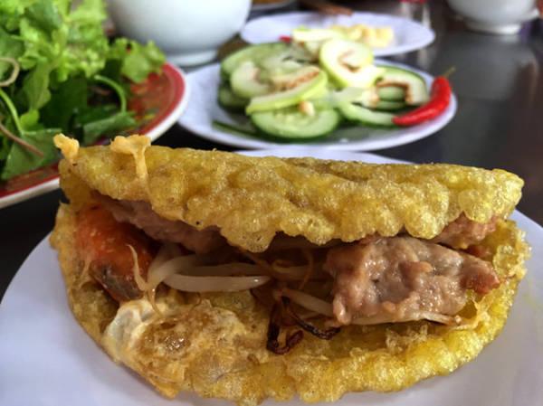 Bánh khoái Thượng Tứ ngon lành và hấp dẫn - Ảnh: THỦY OCG