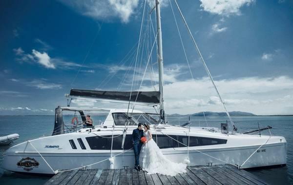 Nhiều cặp đôi đã chọn bến du thuyền Marina làm địa điểm chụp hình cưới.