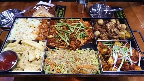 Combo dành cho 2 – 3 người ăn có giá 399.000 đồng. Ảnh: Thùy Linh