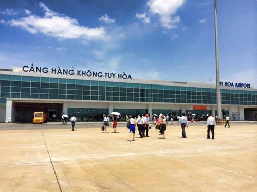 Sân bay Tuy Hòa đón hàng trăm lượt khách đến mỗi ngày. Ảnh: Vy An.