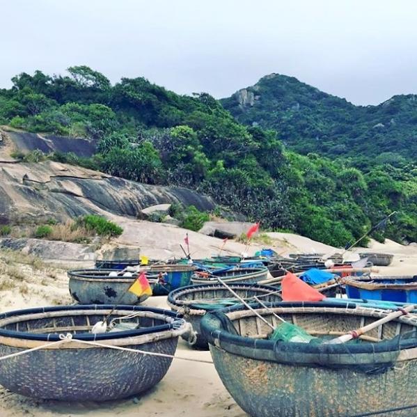 Những chiếc thúng bên bờ biển (@iamphuonganh).