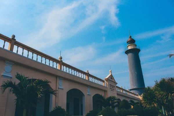 Từng được xem là cực Đông của Tổ quốc, Mũi Điện hay còn được gọi là Mũi Đại Lãnh là một trong những nơi đầu tiên ở vùng đất liền đón ánh nắng mặt trời ở Việt Nam.