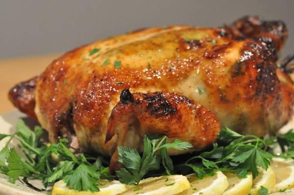 Để có những con gà nướng ngon, người dân Phú Yênphải rất công phu nuôi chọn gà và có cách làm riêng. Ảnh:beptietkiem