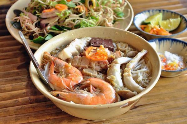 Bún nước lèo là món ăn gắn tên tuổi với Sóc Trăng.
