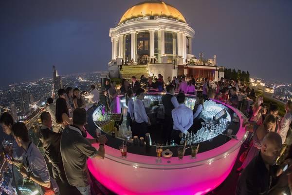 Quán bar trứ danh nằm trên tầng thượng của Lebua. Ảnh:Lebua atState Tower Bangkok