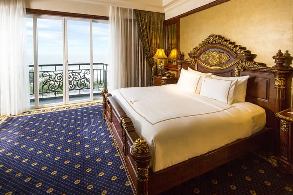 Tại khách sạn Imperial bạn có thể thỏa thích nhìn ngắm biển từ phòng nghỉ.
