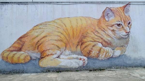 Ở đây, hầu hết bức tường đều được phù phép bằng Graffiti 3D. Mỗi hình vẽ ký họa lại từng khoảnh khắc tuổi thơ thân quen: những đứa trẻ hồn nhiên chở nhau đi chơi bằng xe đạp, khung cửa cũ và chiếc xe của bố, chú mèo ngồi một mình nơi góc tường đổ nát…
