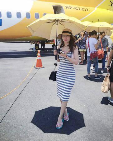 Chuyến đi của chị Hằng kéo dài trong 5 ngày, đồng hành trong nhóm 6 người, di chuyển theo các chặng Hà Nội - TP HCM - Manila và Malina - Boracay.