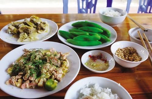Bữa cơm ngon ở Mai Châu
