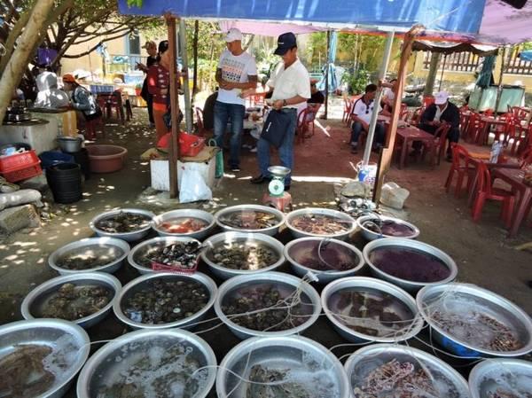 Chợ xứ biển - một nét văn hóa của cư dân Cù Lao Chàm - Ảnh: THANH LY