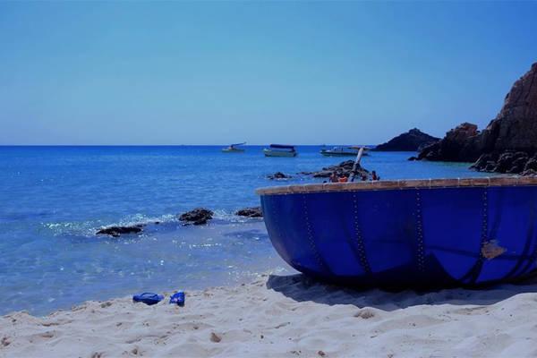 Trên bãi biển Kỳ Co. Ảnh: Phuong Thuy Pham