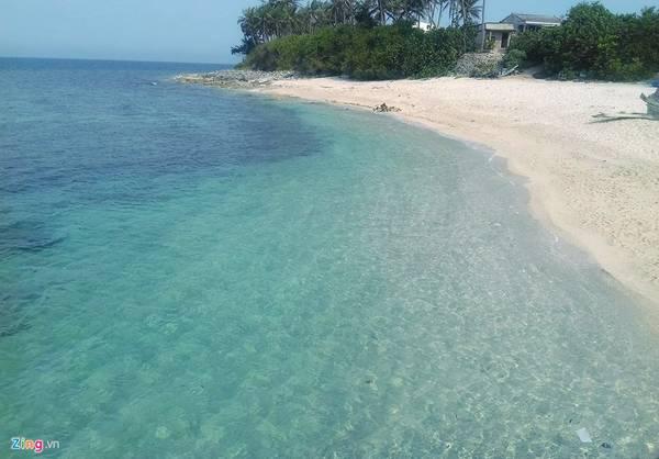 Làn nước trong xanh như pha lê ở đảo Bé (đảo An Bình) đã hớp hồn biết bao nhiêu tín đồ du lịch.