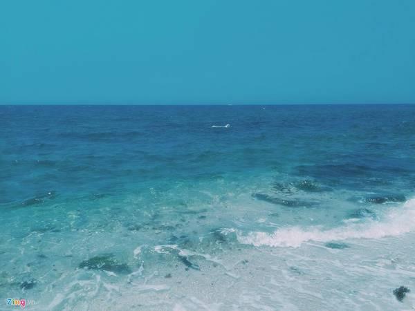 Những con sóng nhẹ tênh như không mang chút vướng bận của cuộc đời .