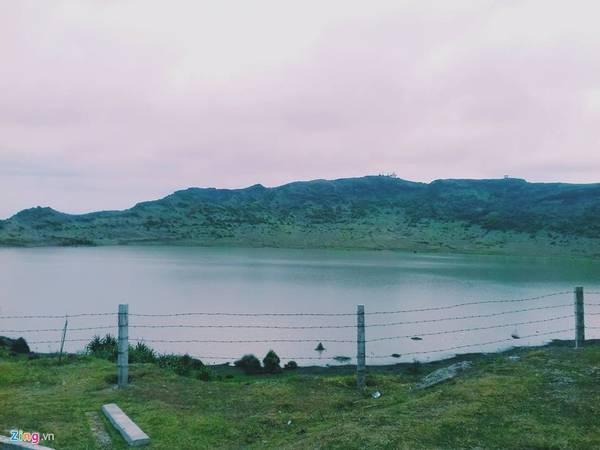 Trên đỉnh Thới Lới là miệng núi lửa đã tắt, nay là hồ Thới Lới thuộc khu vực quản lý của công viên địa chất Lý Sơn.