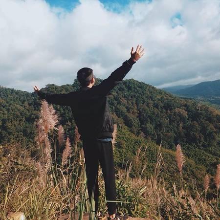 Măng Đen sẽ khiến bạnngỡ ngàng, sảng khoái trước cảnh vật hùng vĩ, đèo dốc hiểm trở, núi cao, vực thẳm, rừng cây ngút ngàn xa tầm mắt, suối khe róc rách, khí hậu trong lành, mát mẻ quanh năm. Ảnh:goalhoodie