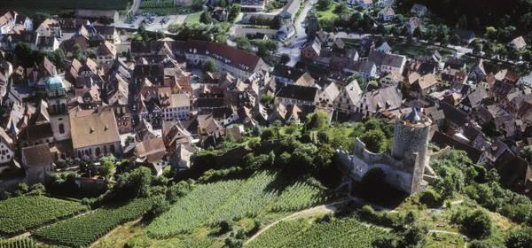 Toàn cảnh Kaysersberg trên con đường rượu vang ở Alsace - Ảnh: lechambard