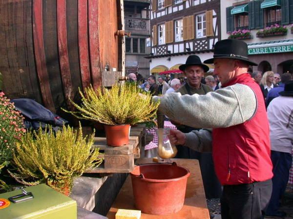Lễ hội rượu vang ở Obernai - Ảnh: tourisme-alsace