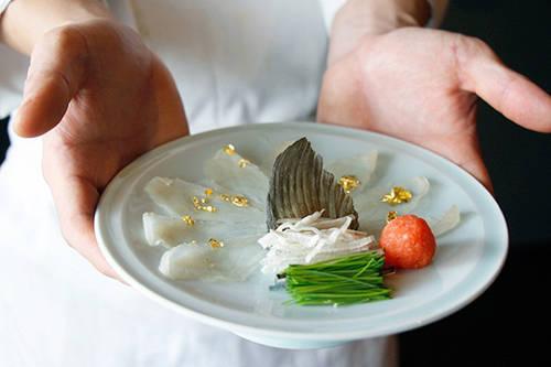 """Fugu được nhiều vị khách """"đại gia"""" săn đón với mức giá khoảng 200 USD."""
